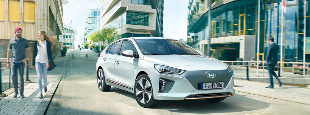 2016_ioniq_ev_driving_city_supporting_1000x373